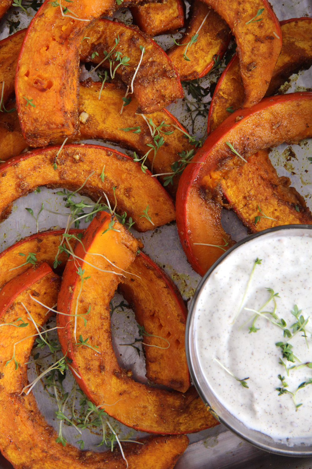 Perfectly roasted pumpkin: an easy, spicy and versatile recipe, you can enjoy this as a vegetarian meal with yogurt dip for instance or as a side dish for meat, poultry or fish.